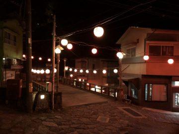 大分 赤提灯でノスタルジックな石畳 湯布院湯平温泉