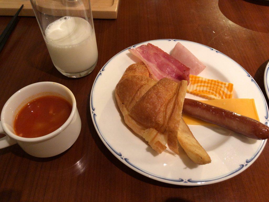 パインテラス 朝食 シェラトン・グランデ・オーシャンリゾート