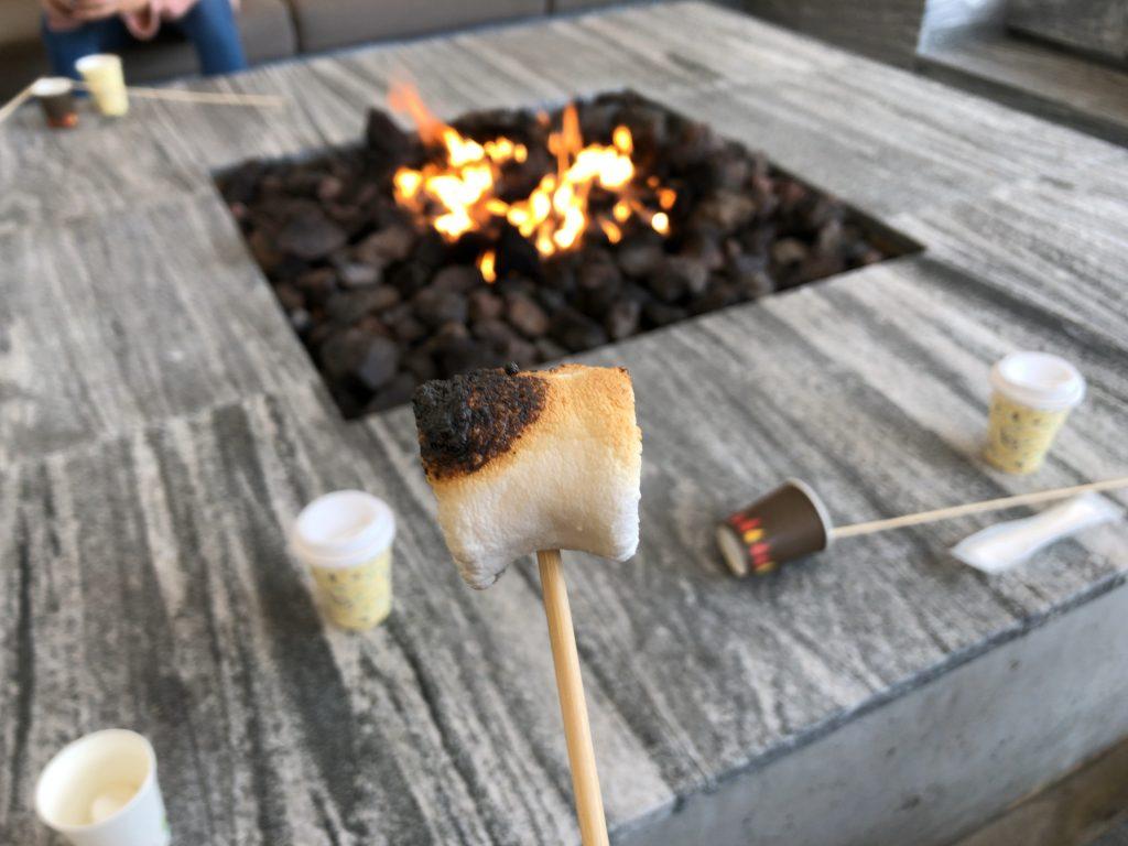 焚火のリビング シェラトン・グランデ・オーシャンリゾート